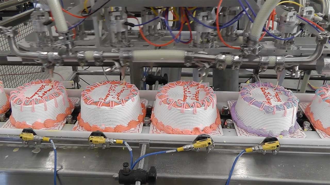 Bakery Automation: Ice Cream Cake Decorating